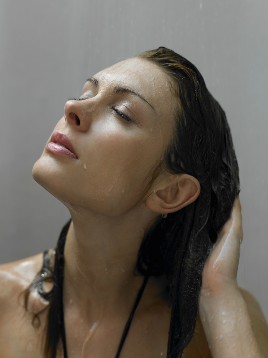 what does cold water do to your hair