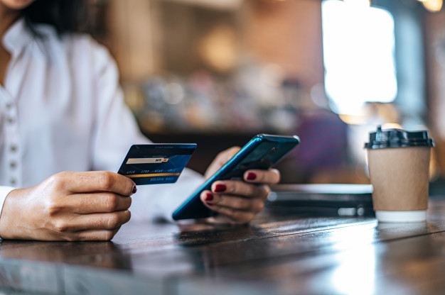 pay goods by credit card through smartphone coffee shop 1150 18770